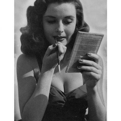 Coiffure Hollywoodienne (Elaine Stewart)